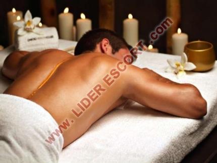 Masajista erótica, rellenita -