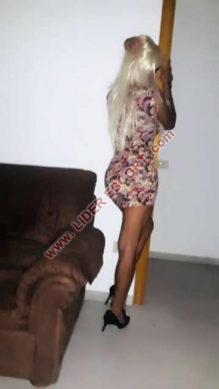 Rubia sensual, disponible 24 horas -