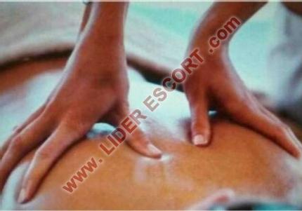 Señora madurita masajista muy complaciente -