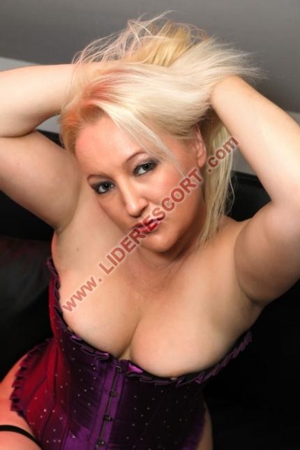 Rubia sensual completa fiestera en Igualada -