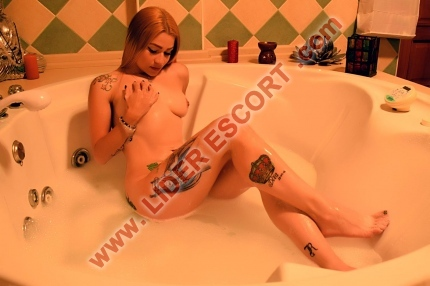 colombiana reina del griego -