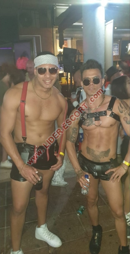 Latino guapo en Playa del Ingles -