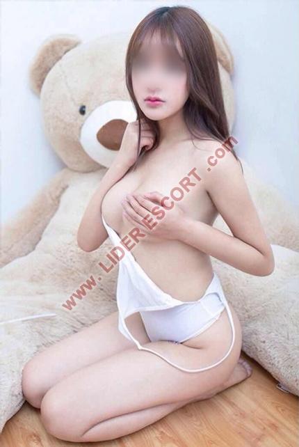 4  asiáticas jovencitas  guapisimas  -
