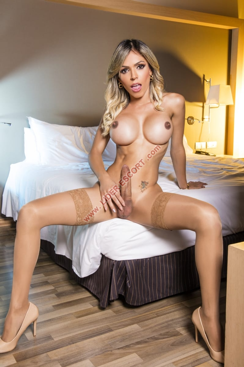 Trans Rubia  completisima muy morbosa -