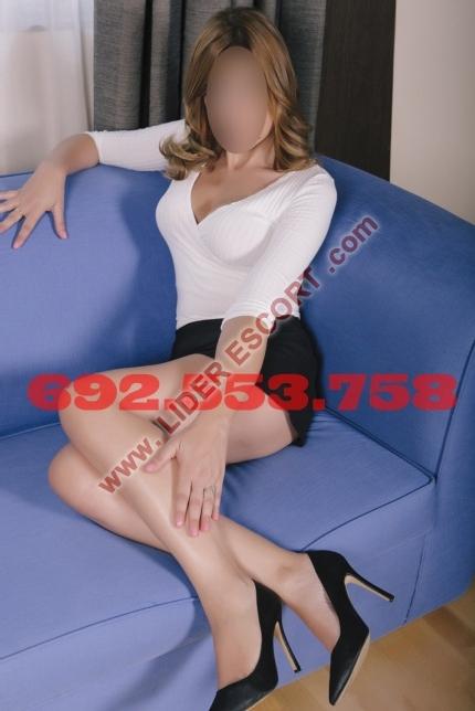 Elegante masajista erótica española -