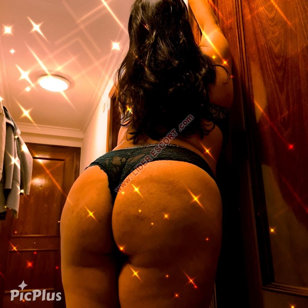 Latina Fiestera muy atrevida y sensual -