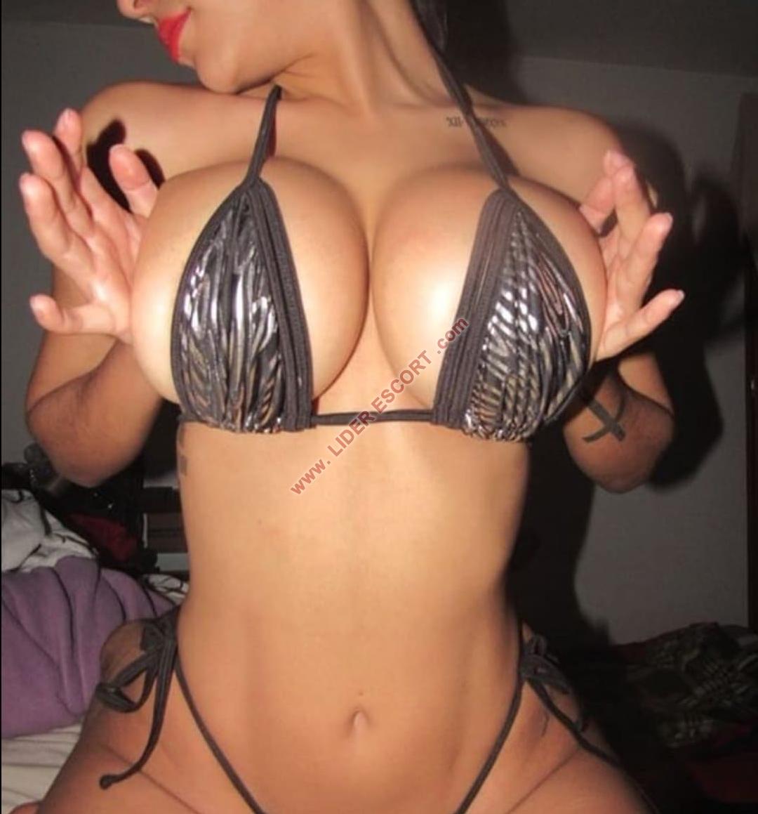 Guapisima, sensual y muy implicada -