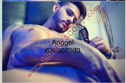 Novedad modelo latino guapo y lechero -