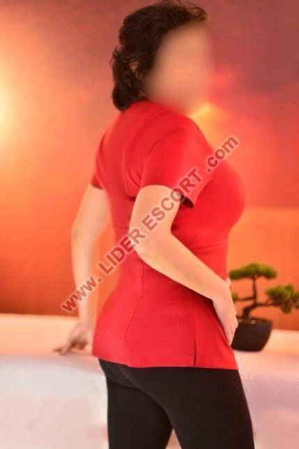 Española profesional de los masajes                          -