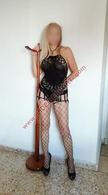 Española de 47 años, pechazos -