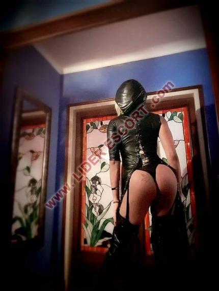 Trans  dominatrix. Speak english -