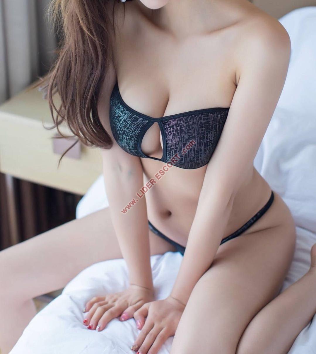 Japonesas jovenes y cariñosas -