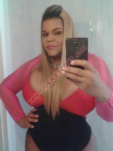 Travesti rubia espectacular. -